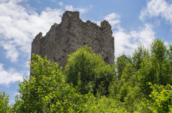 valle-di-casies-south-tyrol-ruins-welsberg