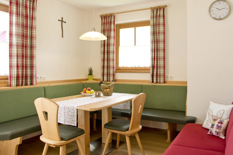 untersieglerhof-apartment-kronplatz-dining-room